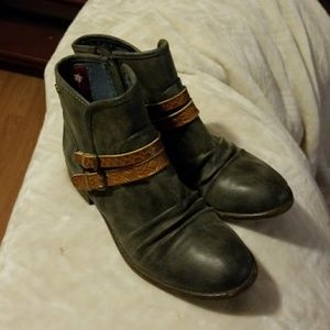 Womens Navy shorty boots